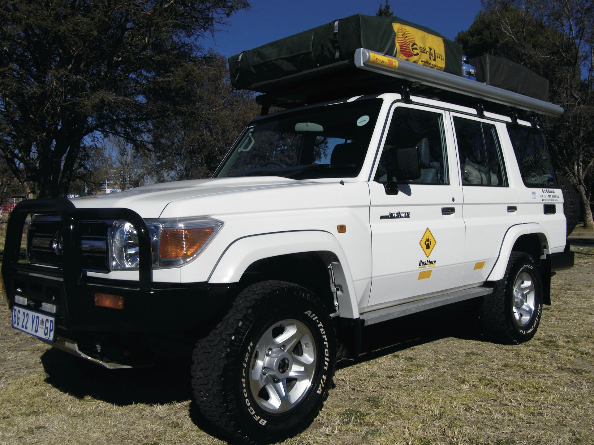 Bushlore 4x4 Landcruiser mit Campingausrüstung