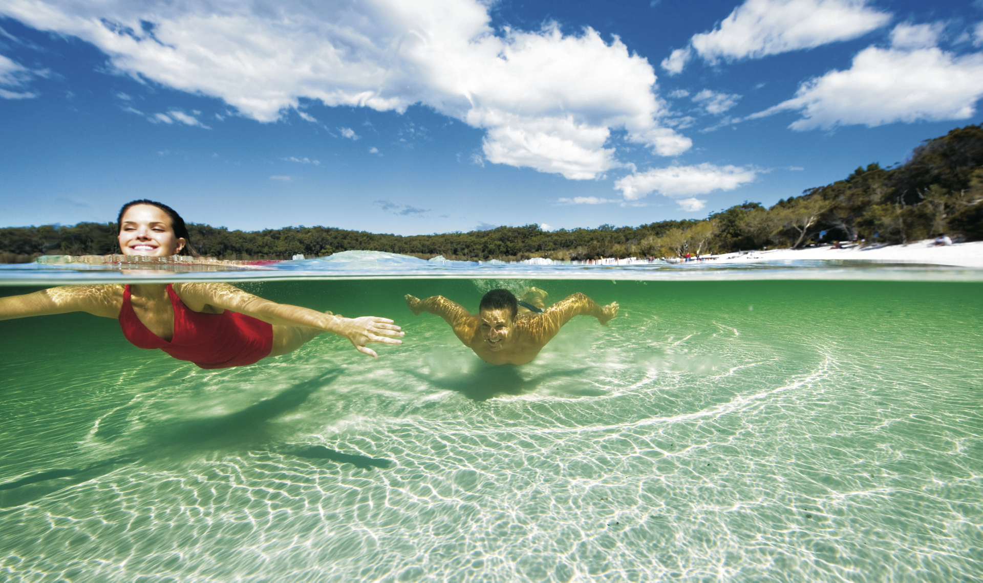 Erfrischung im Lake McKenzie ©Darren Jew / Tourism Queensland