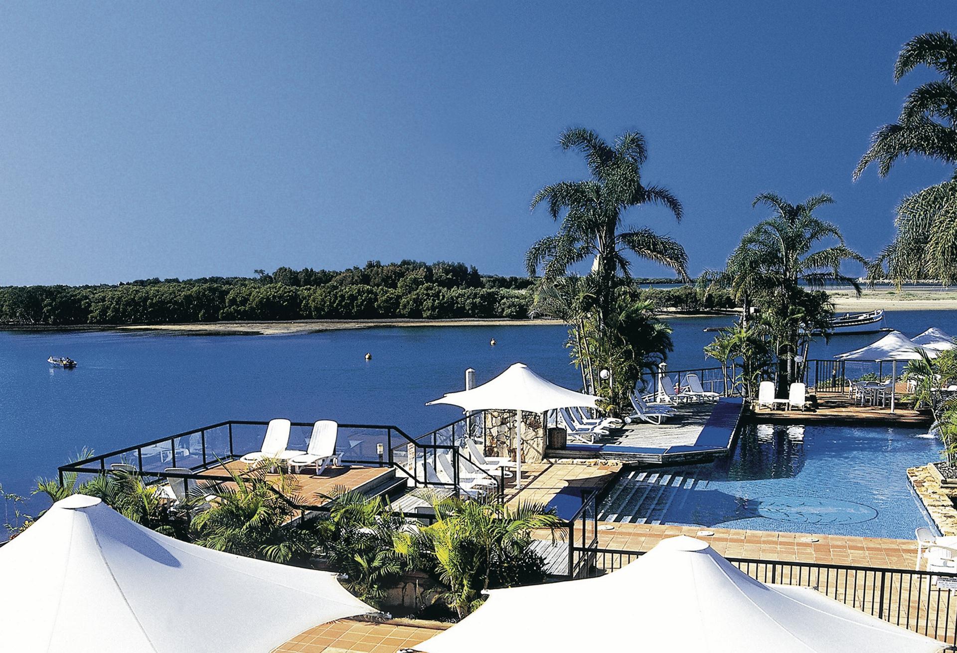 Pool mit Blick auf die Pelican Bay
