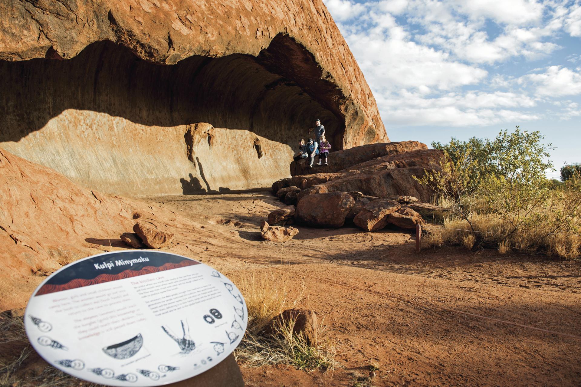 Uluru Base Walk ©Shaana McNaught/Tourism NT