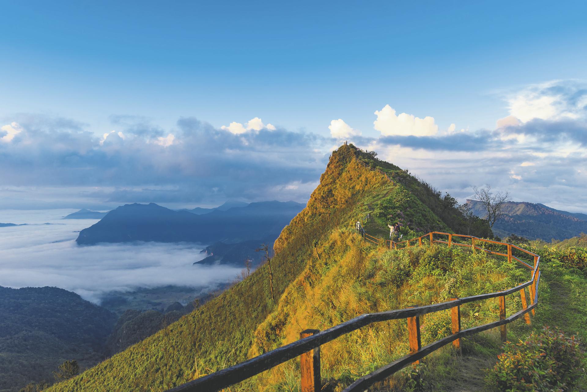 Ausblick vom Phu CHee Dao in Chiang Rai - © Von red mango / Shutterstock