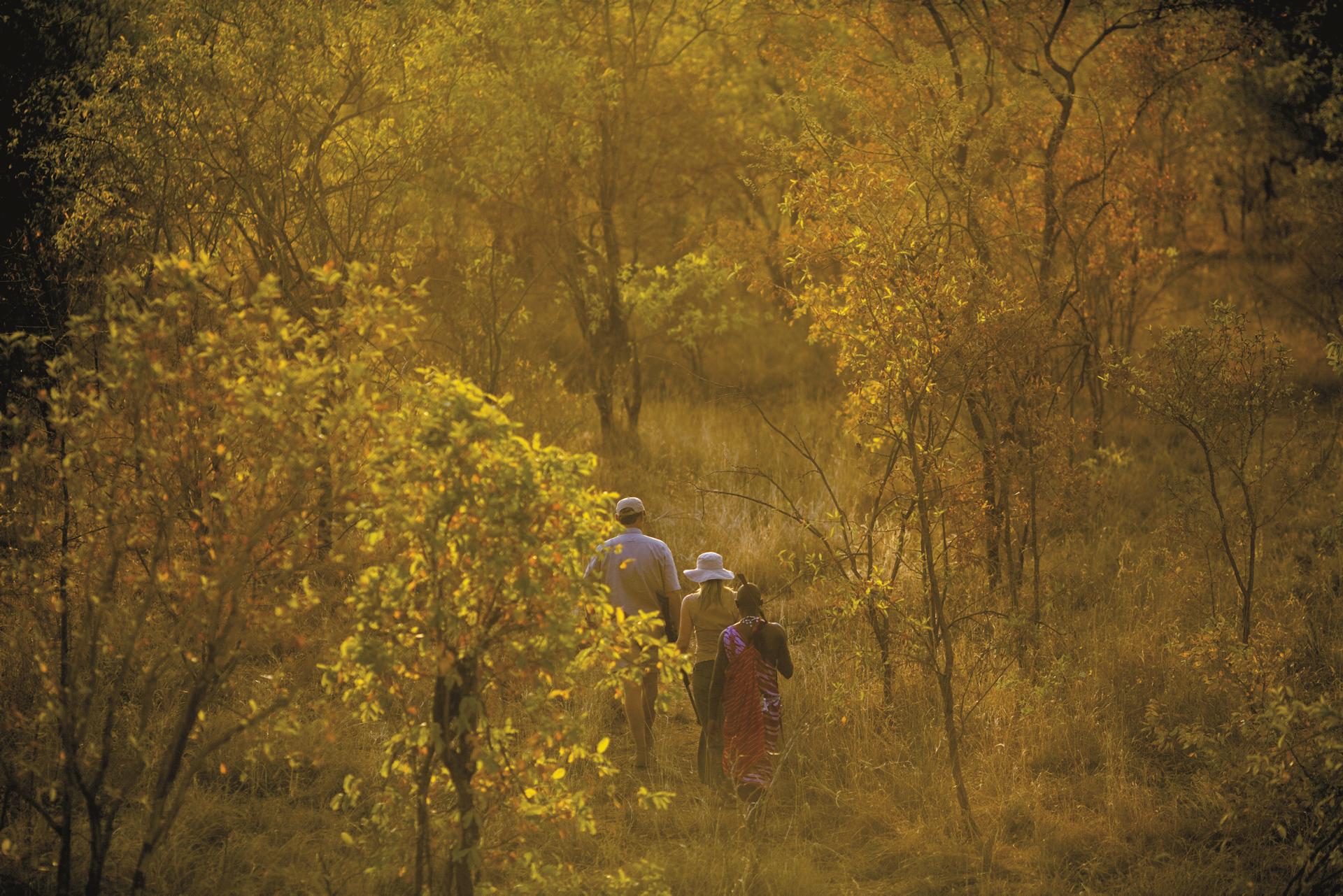 ©Justin Mott/Mott Visuals; Safari zu Fuß mit Masai
