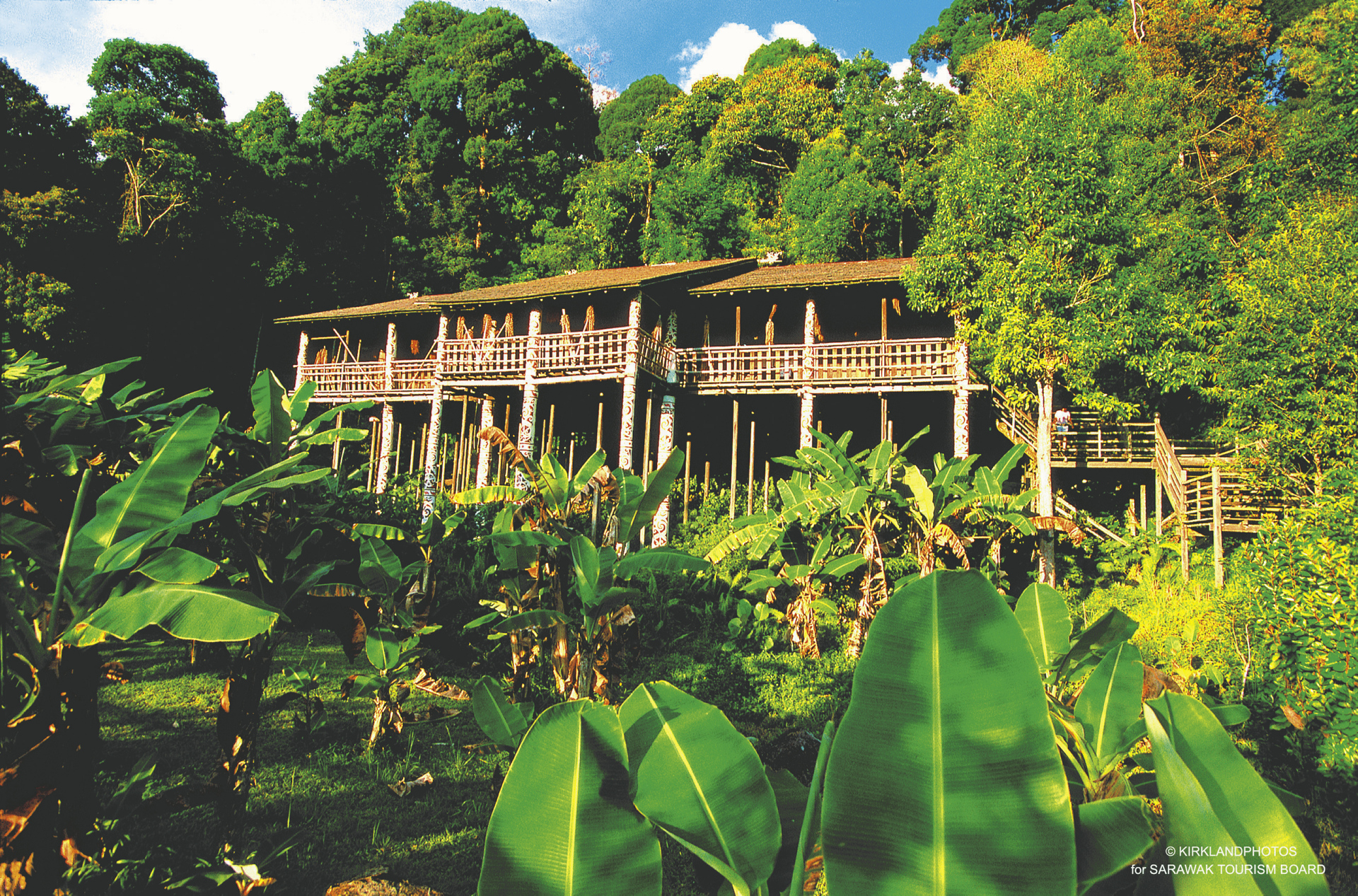 Typisches Langhaus in Sarawak