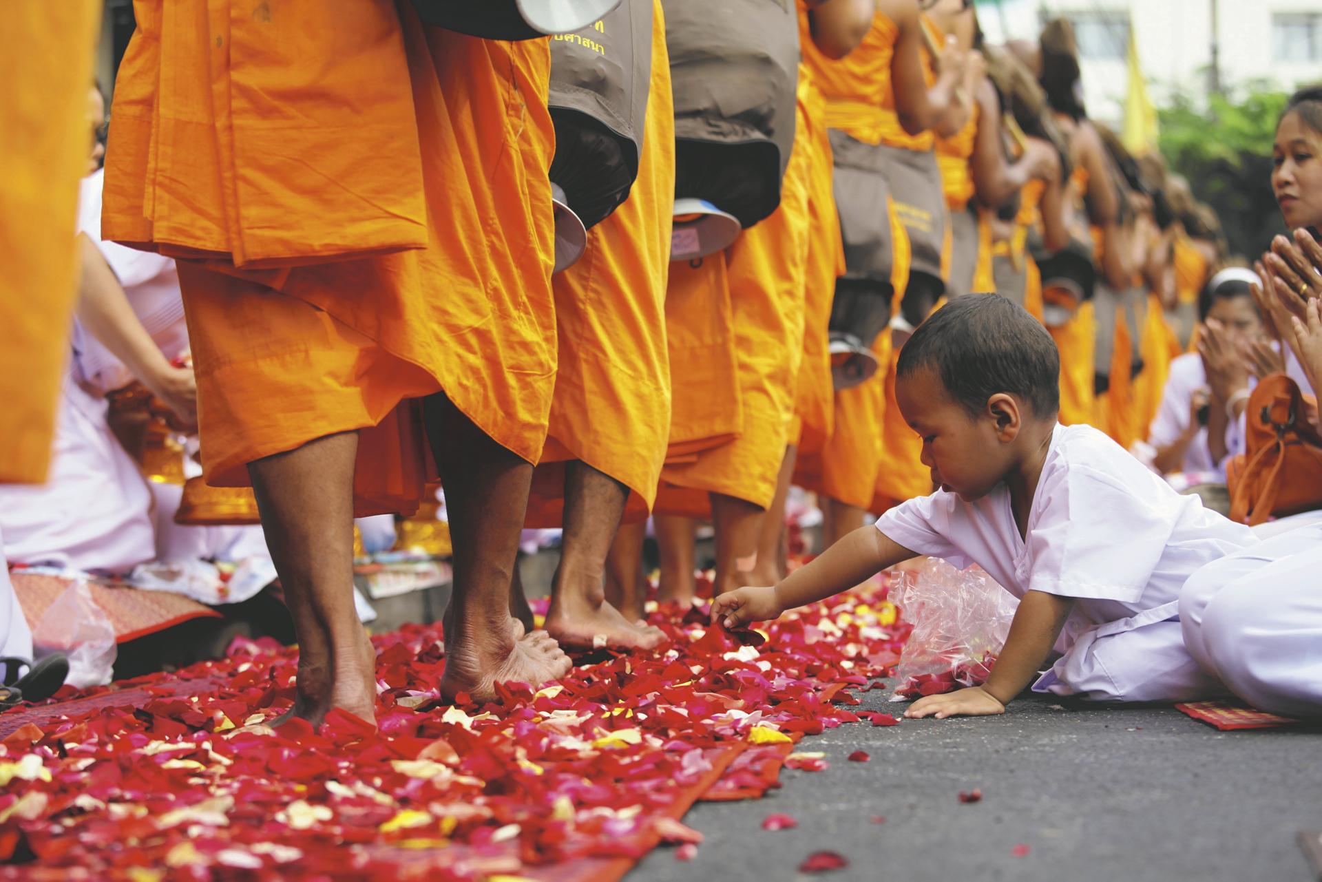 Mönche bei einer Zeremonie
