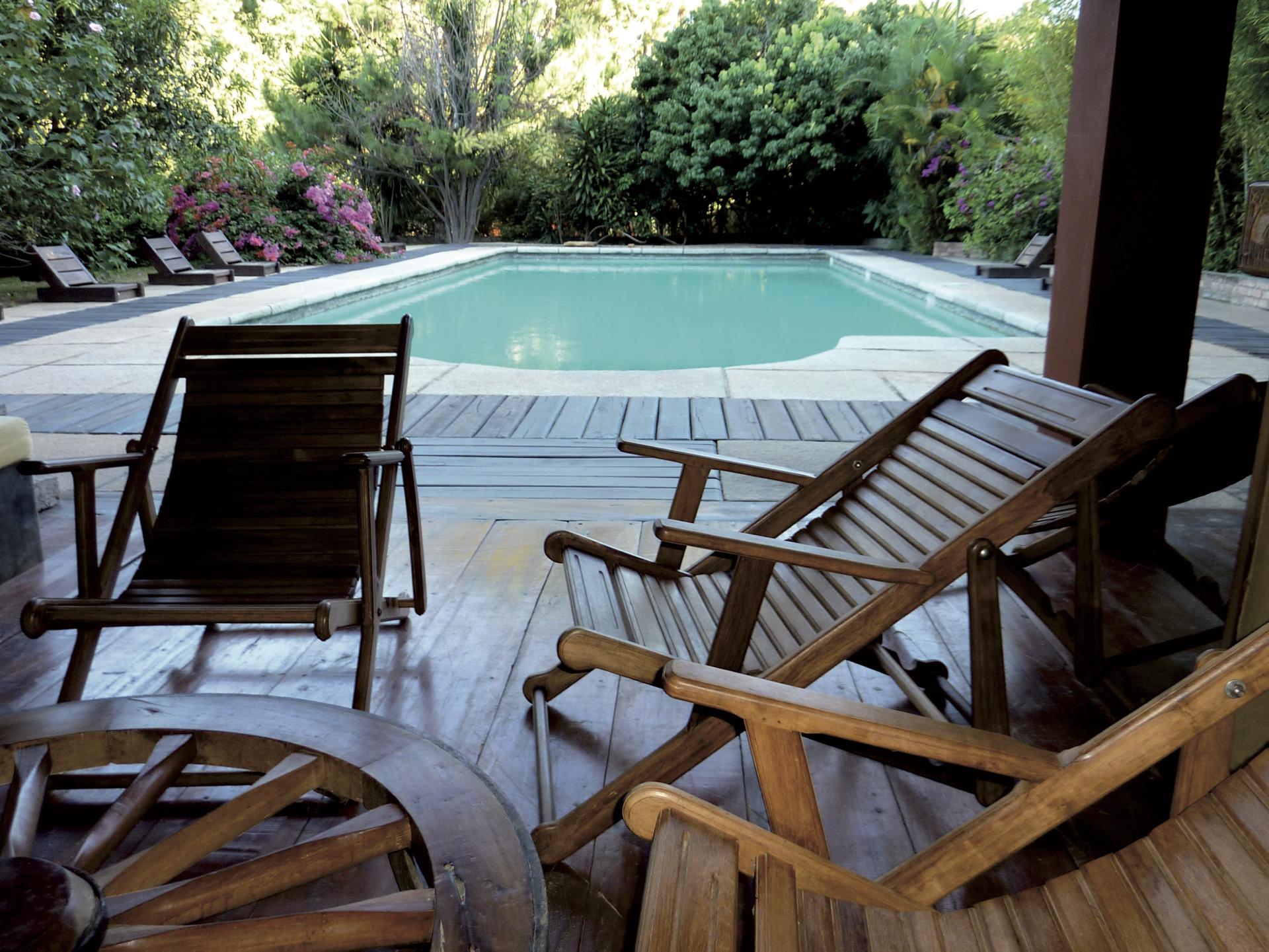 Gemütliche Terrasse mit Pool