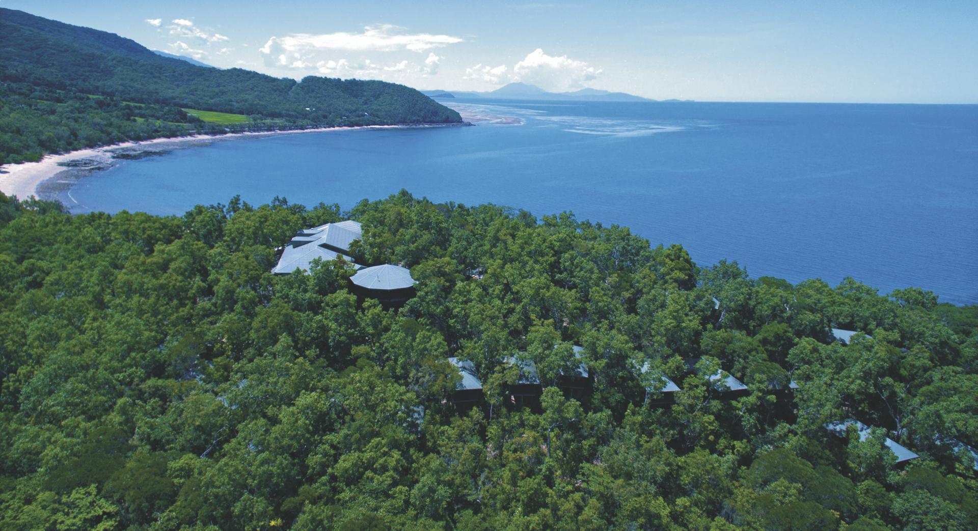 Blick auf das Resort und die Küste